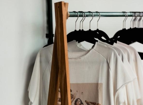stojak na ubrania, wieszaki na stojaki, stojaki na ubrania do sypialni