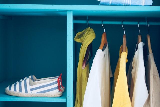 wieszaki na ubrania, drewniane wieszaki na ubrania